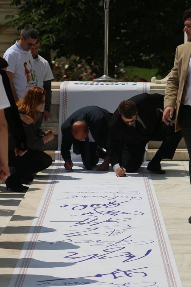 depunere-semnaturi-parlament-constitutie_07